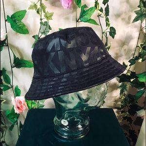 New authentic DKNY logo black bucket hat 🖤